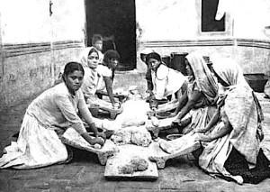 making-tortillas-c-1910