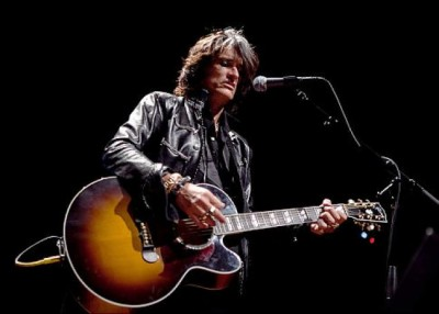 Joe Perry Performing