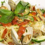 Linguine con le Vongole (Linguine with Spicy Red Clam Sauce)