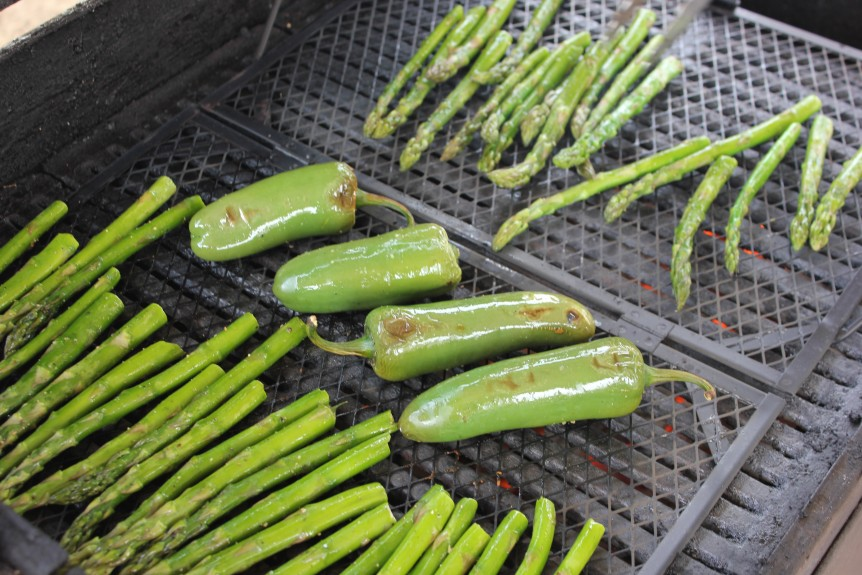 Grilled-Asparagus-and-Peppers