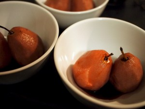 poached pears with raspberry coulis (600x450)